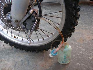 自作ブレーキのエア抜きツール