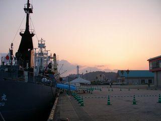 夕焼け小焼けの捕鯨船